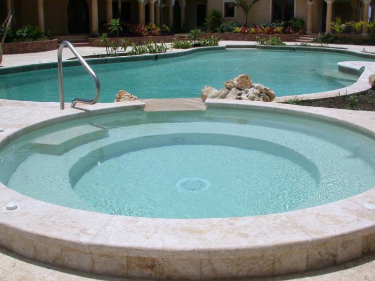 Mantenimiento y construccion de piscinas en madrid y toledo for Construccion de piscinas en sevilla